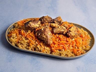 אושפלוב, אורז עם גזר ונתחי בשר בקר