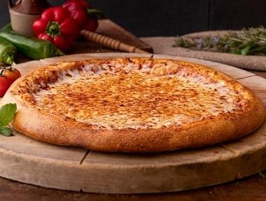 פיצה זוגית M, 6 משולשים במגש. תוספת למגש 7 ₪