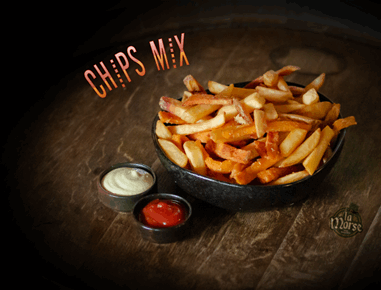 צ'יפס מיקס גדול, מקלות תפוחי אדמה ובטטה מטוגנים.