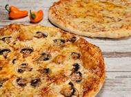 2 מגשים משפחתיים + שתיה 1.5 ליטר דומינו פיצה רעננה