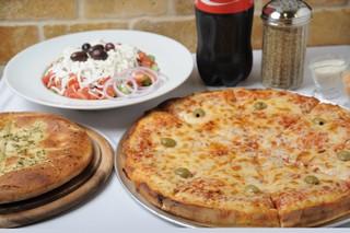ארוחה משפחתית פיצה טורינו קרית ביאליק