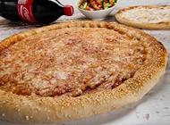 פיצה משפחתית + סלט יווני / טונה + לחם שום קטן + שתיה 1.5 ליטר מאנצ' פיצה קרית חיים