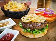 ארוחת המבורגר קאריבי ברביס אילת