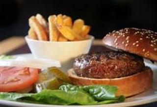 ארוחת ביפבורגר קלאסי + תוספת + שתייה