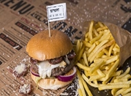 דיל המבורגר + תוספת בצד הגראז' רמת החייל