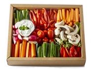 מגש ירקות טריים בתוספת מטבל ציזיקי אילנס מגשי אירוח