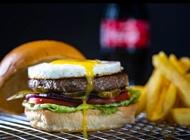 ארוחת אח שלי בראדרס בורגר קרית אונו Brothers Local Burger