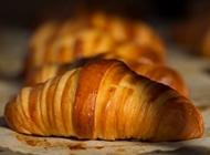 קרואסון חמאה אלחנן תרבות לחם פרדס חנה כרכור