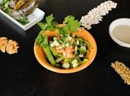 סלט ירקות קצוץ עם טחינה J17 הטבעונית תל אביב